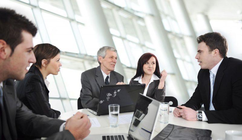 ¿Cuál es el papel de los CEOs en la transformación digital de la empresa?