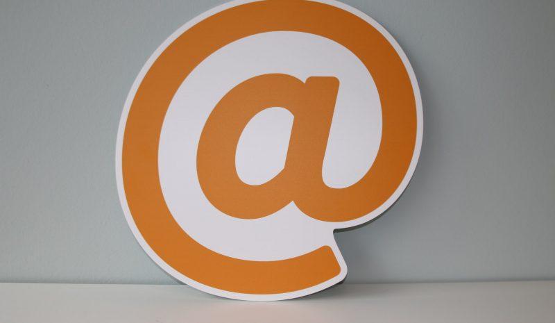 Medio siglo desde que existe el correo electrónico: así puedes mantenerlo seguro en tu empresa